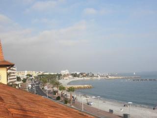 Appartement Cros De Cagnes face a la mer - Aiglun vacation rentals