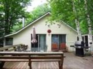 Algonquin Highlands Nice 3 Bedroom Private Cottage - Lake of Bays vacation rentals