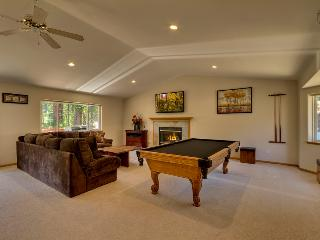 Chateau with spacious living room, pool table, fireplace and hot tub - Cougar Chateau - South Lake Tahoe vacation rentals