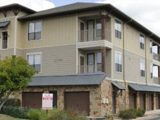 Beautiful 2 bdr with Flat screen TVs, Wonderful amenities, and lake access! - Spicewood vacation rentals