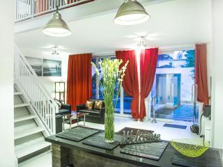 2BR Lux Pool Villa Black&White Seminyak 100m beach - Seminyak vacation rentals