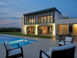 Luxury Contemporary Villa with swimming pool - Frisa vacation rentals
