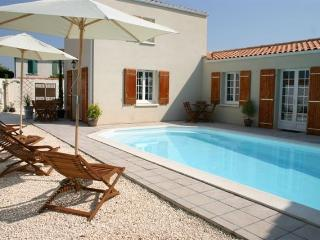 Apartment with Pool in Central La Rochelle (Apt3) - La Rochelle vacation rentals