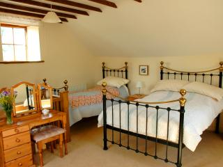 Pengwernydd Cottages - Carthouse - Pont-Rhyd-y-Groes vacation rentals