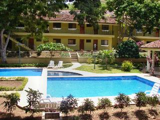 Sweet Dreams Studio No 47-The rate is NOT a dream - Playa Ocotal vacation rentals