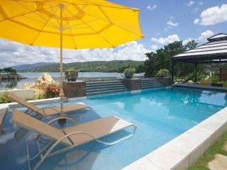 PARADISE PMC - 143166 - 3 BEDROOM - BEACHFRONT VILLA - Montego Bay vacation rentals