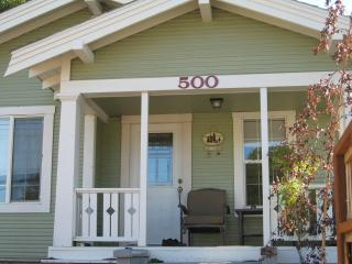 Downtown Mt Shasta Charming Vintage Bungalow - Shasta Cascade vacation rentals