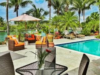 Waterfront Safe Harbour in gated community with pool, boat deck & on 18-hole golf course - New Providence vacation rentals