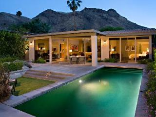 Make the most of the sunshine in Smokewood Villa's outdoor area with pool & alfresco dining - Palm Springs vacation rentals