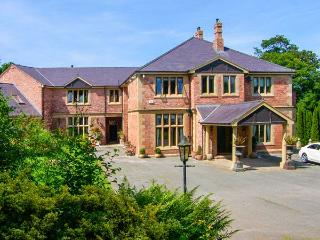 RICHMOND HALL, country hall, gym, sauna, snooker room, indoor heated pool, in St Asaph, Ref 906816 - Denbighshire vacation rentals