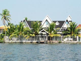 private water front resort,kochi - Kochi vacation rentals
