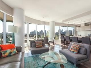 2 Bed 2 Bath +Office Luxury Condo - Stunning View - Vancouver vacation rentals