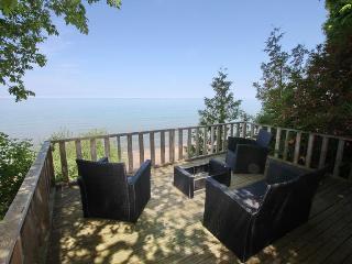 La Casa de La Playa cottage (#884) - Kincardine vacation rentals