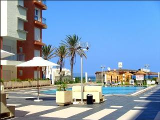 Seafront Charm Luxury Pool close Golf & shopping - Tunisia vacation rentals