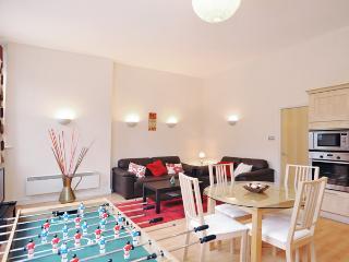 COZY SPACIOUS 2BED/2BATH LOCATION - London vacation rentals