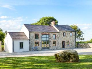 LISMAKEERA LODGE, multi-fuel stove, WiFi, wonderful views, great base for walking, Ref 914946 - County Limerick vacation rentals