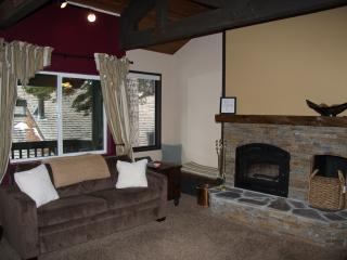 Well-equipped Mammoth condo near Eagle Lodge and The Village w/garage, wi-fi - High Sierra vacation rentals