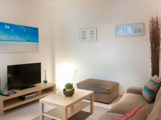 Beautiful 1 Bedroom Apt at Ben Yehuda 53 - Tel Aviv vacation rentals