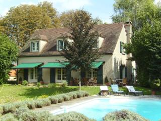 Fabulous House with pool, in Beaune.  Sleeps 8 - Beaune vacation rentals