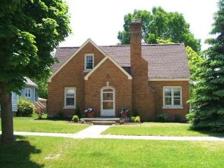 402 Michigan - Weekly stays begin on Sunday - South Haven vacation rentals