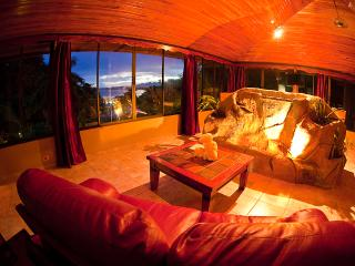 PENTHOUSE DELUXE OCEAN VIEW - Quepos vacation rentals