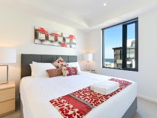 StayCentral Seaviews pool gym beach shopping trams - Melbourne vacation rentals