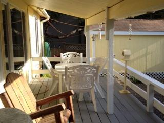WARM AND INVITING SINGLE LEVEL HOME NEAR BEACH - Lincoln City vacation rentals