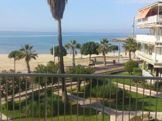 Apartamento Primera Linia De Mar - Costa Dorada vacation rentals