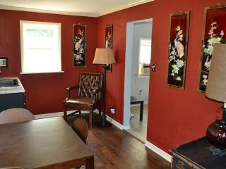 Cottage in Heart of Midtown Tulsa $850/mo. - Tulsa vacation rentals