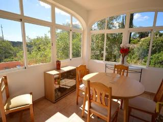 Comfortable one bedroom apartment  20 mins Faro - Loule vacation rentals