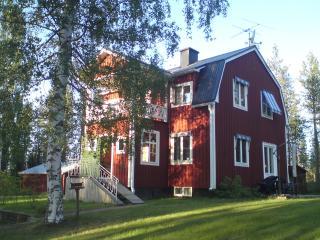 Villa Granträsk, 120qm- 6 Pers.,300 m bis Badesee - Alvsbyn vacation rentals