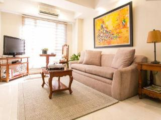 Spacious 1BD,  pool view, excellent BGC location - Pasig vacation rentals