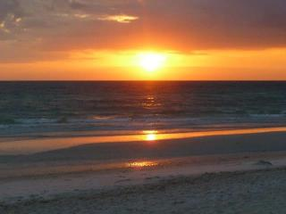 Steps to beach and bay on beautiful Anna Maria Isl - Bradenton Beach vacation rentals