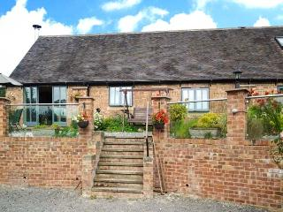 BROOKLEY BARN, pet friendly, luxury holiday cottage, with a garden in Windley, Ref 12124 - Belper vacation rentals