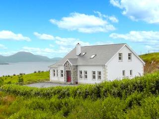 WEST TOWN, fantastic views, multi-fuel stove, WiFi, child-friendly cottage in Malin Head, Ref. 904378 - Moville vacation rentals