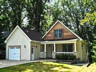 224 North - Connie`s Beach Paradise - Weekly stays begin on Saturdays - South Haven vacation rentals