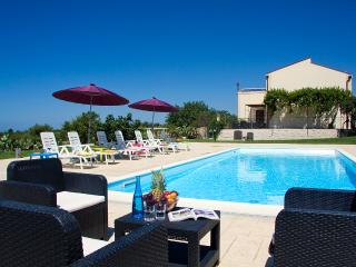 VILLA PALAZZOLA:Luxury staying between the sea and - Marina Di Modica vacation rentals