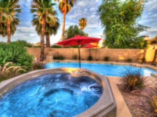 Jetted spa off the pool - PRIME LOCATION-RENOVATED-POOL/SPA/PUTTING/FIRE - Scottsdale - rentals