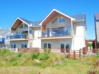 Celyn y Mor. A contemporary 'Beach house' among the dunes of Rhosniegr beach! - Rhosneigr vacation rentals
