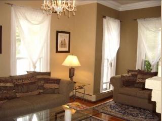 Beautiful 1 bedroom in downtown Newport- sleeps 4 - Newport vacation rentals