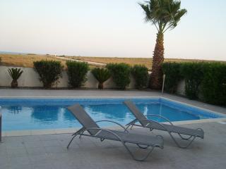 Apollon villa by the sea, Pervolia, Cyprus - Pervolia vacation rentals