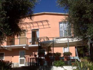 Appartamento in villetta con giardino - Cervo vacation rentals