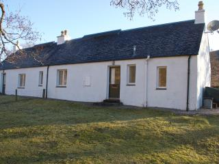 West Bothy with wood-burning stove to warm you up - Lochcarron vacation rentals