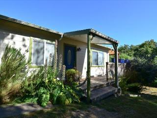 Fernbridge House - Cute Bungalow just outside Victorian Village of Ferndale - Trinidad vacation rentals