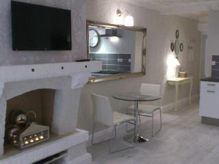 Le Bijou- Stunning, Renovated Studio in Antibes - Antibes vacation rentals