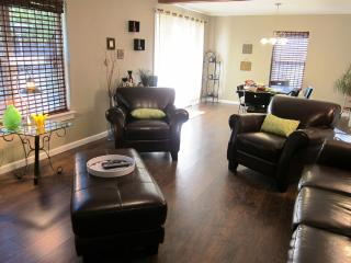 Light Filled Home Near Bishop's Arts District - Dallas vacation rentals