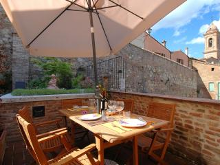 2 bedroom apartment with B&B service in medieval Tuscan town of Montepulciano - Montepulciano vacation rentals