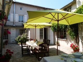 L'ancienne Notaires - Chabanais vacation rentals