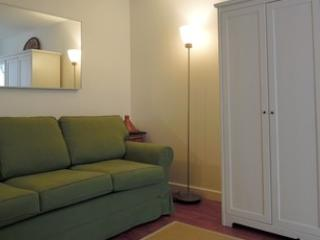 Rue Andre Del Sarte Paris Studio - Image 1 - Paris - rentals