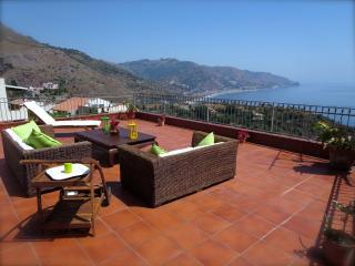 Casa Morgetia With View - Taormina vacation rentals